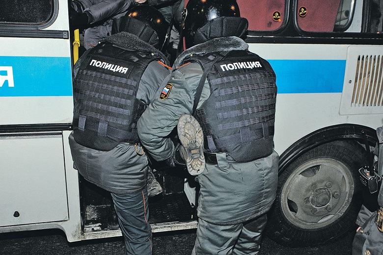 На фото – задержание преступников